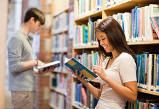 悦目学员阅读书 免版税库存照片