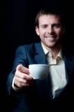 给您咖啡杯的商人 库存照片