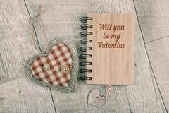 您将是我的在木笔记本的华伦泰文本,并且木听见 库存图片