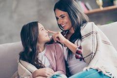 您是我的最大的珍宝!快乐的嫩和快乐的妈咪与 免版税库存图片