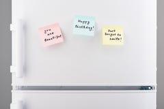 您是美好,生日快乐,不忘记微笑笔记 免版税库存照片