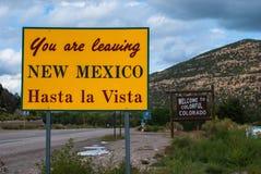 您留下新墨西哥标志给科罗拉多 免版税库存照片
