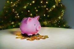 您的大购买礼物的存钱罐圣诞节 库存照片