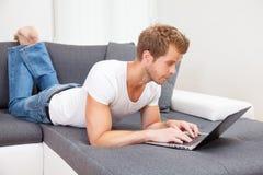从您的家舒适的网上购物  库存照片