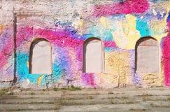 您的文本的空白的背景 一条难看的东西老街道的纹理在门面墙壁上的有破裂的油漆的 免版税图库摄影