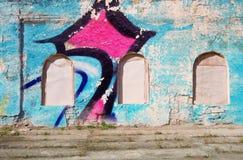您的文本的空白的背景 一条难看的东西老街道的纹理在门面墙壁上的有破裂的油漆的 免版税库存图片