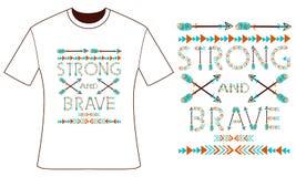 您的T恤杉的设计 羽毛和箭头 样式boho 免版税库存照片