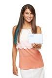 给您空白的信封的妇女 免版税库存照片