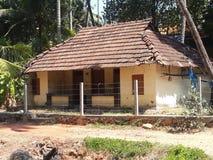 您能在村庄看到的瓦片房子 免版税库存照片