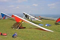悬挂式滑翔机准备飞行 免版税库存图片