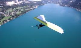 悬挂式滑翔机在阿尔卑斯 库存图片