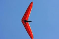 悬挂式滑翔机飞行 免版税库存图片