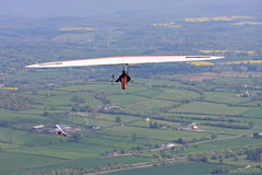 悬挂式滑翔机飞行 免版税库存照片