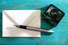 情书和钢笔 免版税图库摄影