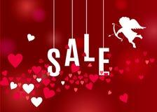 情人节与心脏的销售海报和在红色背景的白色丘比特剪影 库存照片