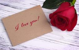 情人节与红色玫瑰和字法的贺卡我爱你 库存照片