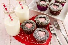 情人节心脏保险开关杯形蛋糕 库存照片