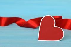 情人节心脏和红色丝带 图库摄影