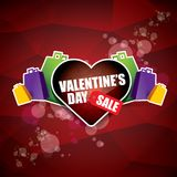 情人节心脏形状销售标签或贴纸在抽象红色背景与迷离点燃 传染媒介销售海报或 免版税库存图片