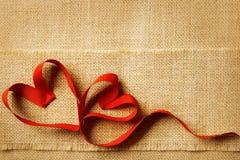 情人节心脏,婚姻的夫妇,华伦泰的麻袋布 库存照片