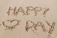 情人节快乐在沙子写的文本 库存图片