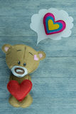 情人节明信片 玩具熊和红色重点 库存图片