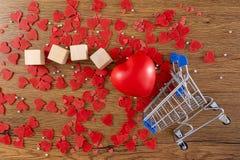 情人节概念心脏是秋天爱 免版税库存图片