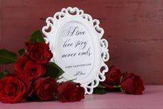 情人节浪漫葡萄酒样式白色照片框架 库存照片