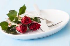 情人节的餐位餐具 免版税库存照片