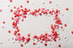 情人节糖果心脏由红色制成,白色,桃红色洒 免版税库存照片