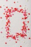 情人节糖果心脏由红色制成,白色,桃红色洒 库存图片