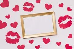 情人节,空的框架,无缝的白色背景,亲吻,心脏,消息,赠送阅本文本空间 免版税库存照片