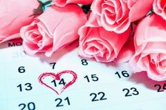 情人节, 2月14日在日历页的 免版税库存照片