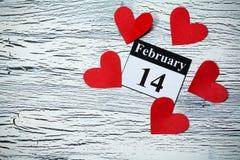 情人节2月14日,从红色纸的心脏 库存图片
