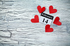 情人节2月14日,从红色纸的心脏 免版税库存照片