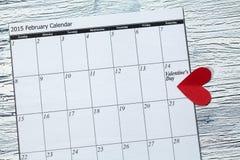 情人节2月14日,从红色纸的心脏 免版税库存图片
