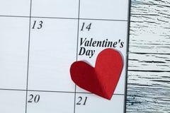 情人节2月14日,从红色纸的心脏 免版税图库摄影