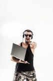 情感和吸引人DJ -耳机的交谈者 库存图片