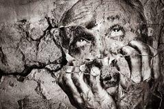 情感地失衡的年长人用他的在面孔附近的手 免版税图库摄影