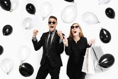 情感时髦的夫妇、一个人衣服的和一个女孩礼服的, 免版税库存图片