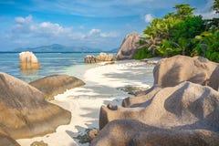 惊人塞舌尔群岛海滩 免版税库存图片