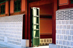 惊人的亚洲日落寺庙的光 免版税库存照片