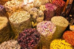 惊人的传统souk市场在迪拜Creek区Deira,迪拜,阿联酋 图库摄影