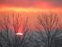 惊人的冬天日落和神奇天空 库存照片