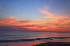 惊人的在加勒比的秀丽五颜六色的日落 阿鲁巴海岛 令人难忘的看法 库存照片