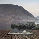 惊人的在Crummock水的冬天有雾的日出在湖区 免版税库存照片