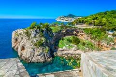 惊人的地中海风景在杜布罗夫尼克,亚得里亚海的海岸 免版税库存图片