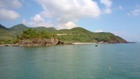 惊人的多小山风景和天蓝色海洋 影视素材