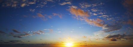 惊人的天空日落视图 免版税库存照片