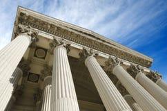 惊人的天空的法院大楼 库存图片